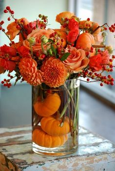 17 DIY Fall Table Decorations That'll Inspire You During a seasonal time like this, inspirations will be everywhere. This time I want to share some DIY Fall table decorations for your home! Thanksgiving Centerpieces, Thanksgiving Table, Diy Centerpieces, Pumpkin Centerpieces, Country Table Centerpieces, Dining Centerpiece, Thanksgiving Flowers, Christmas Tables, Centerpiece Wedding