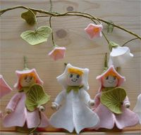 De Witte Engel Free Pattern - Morning Glory little doll - http://www.dewitteengel.nl/web/images/uploads/Creattenties/EN/CR2001.pdf