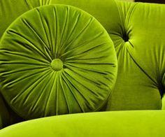 verde---➽viridi➽πράσινος➽green ➽verde➽grün➽綠➽أخضر ➽зеленый How To Clean Velvet, How To Clean Carpet, Sectional Slipcover, Slipcovers, Tufted Sofa, Sofa Sofa, Settee, Spray Paint Colors, Velvet Couch