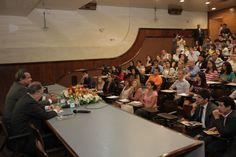 """Palestra com o tema """"Desenvolvimento econômico: a economia verde e o mundo após a Rio+20"""", coordenada pelo Dr. João Herculino de Souza Lopes Filho, diretor do ICPD.    Palestrante: Senador Prof. Dr. Cristovam Buarque"""
