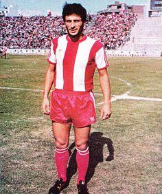 Κουσουλάκης Βαγγέλης. Θεσσαλονίκη. (1954). Αμυντικός. Από το 1979-1986. (166 συμμετοχές 24 goals). Athlete, Football, Running, History, Sports, Passion, Red, Greek, Greece