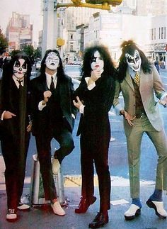 Peter Cris in Saddle Shoes and Gene Simmons in Clogs. Kiss Band, Kiss Rock Bands, Rock And Roll, Pop Rock, Paul Stanley, Eric Singer, Pop Internacional, Historia Do Rock, Gene Simmons Kiss