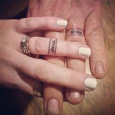 tatuajes de anillos de compromiso sencillos