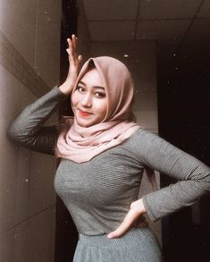 Pin Image by Hijabi Smart Beautiful Hijab Girl, Beautiful Muslim Women, Beautiful Girl Image, Beautiful Asian Girls, Arab Girls Hijab, Muslim Girls, Hijabi Girl, Girl Hijab, Modern Hijab Fashion