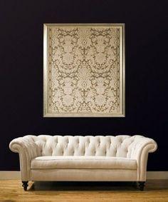 Bij het design van deze Chesterfield sofa staat comfort centraal. In de 3-zit en 2-zit van Duverger Home met zachte zitting en armleuningen, bekleed met beige luxe stof, kan je heerlijk genieten van een avond met vrienden of familie