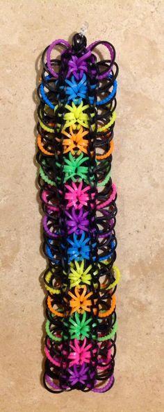 Rainbow Loom STARBURST with rings. Original bracelet design by Rainbow Loom. Adapted and loomed by Nicole van Hek-Riphagen, Rainbow Loom FB page, 05/28/14.