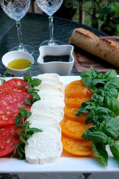 Tomato and cheese salad platter | Laylita's recipes