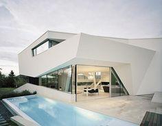 Die Zukunft ist weiß: Kantiges und futuristisches Heim ist voll von Klarheit und…