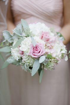 Bridesmaid Bouquet || The Graceful Host || Richard Israel Photography || Daniel Stowe Botanical Garden