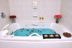 Complimentary stay in our Jacuzzi Suite & trial dinner for 2 will be offered to the bride and groom when a dinner reception is reserved with Cartier Place Suite Hotel located in Ottawa Ontario.
