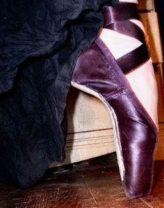 purple toe shoes