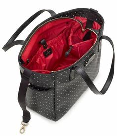 Kate Spade Diaper Bag - b/w polka dots red interior Cute Diaper Bags, Best Diaper Bag, Fashionable Diaper Bags, Diaper Bag Essentials, Diaper Bag Organization, Kate Spade Diaper Bag, Designer Baby Clothes, Changing Bag, Baby Design