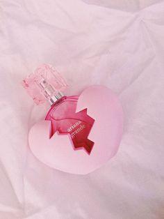 Ariana Grande Thank u next perfume Next Perfume, Ari Perfume, Perfume Bottles, Ariana Grande Fragrance, Ariana Grande Anime, Ariana Merch, Wine Gift Baskets, Basket Gift, Beauty Products
