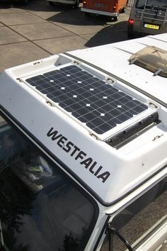 The post leads to nothing, but I saved it for the idea. Not the most efficient spot for a solar panel though. If you don't use the rack that often though this is a good option. Volkswagen Bus, Vw T3 Camper, Vw Bus T3, Popup Camper, Transporter T3, Volkswagen Westfalia, Vw Camping, Bus Interior, Ford