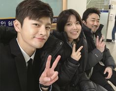 SNSD SooYoung posed for a photo with Seo In Guk and Ma Dong Seok ~ Wonderful Generation
