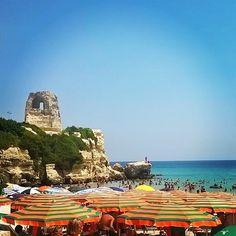 Paesaggi #torredellorso #puglia #sud #italia #italy #igerspuglia #tourism #view #landscape #picoftheday #instagood #instamoment #instadaily #instamood #beautiful #mare #sea #paesaggio #ombrelloni #estate #estate2015 #salento #solemarejentu