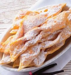 Minciunele Phyllo Recipes, Cookie Recipes, Snack Recipes, Romanian Desserts, Romanian Food, Italian Christmas Cookies, Pastry And Bakery, Sweet Cakes, Recipes