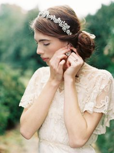 Unique Wedding Accessories: Enchanted Atelier | Captured by the amazing Laura Gordon. The headpieces and accessories were beautifully designed by Enchanted Atelier by Liv Hart in collaboration with Sophie Hallette. The rings are from Trumpet & Horn.  #accessories #ring #weddingtheme #fall #autumn #inspiration