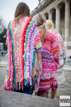 Paris Fashion Week Street Style [Photo by Kuba Dabrowski] Fashion Week Paris, Fabric Manipulation, Wearable Art, Bunt, Fashion News, Fashion Fashion, Fashion Women, Fashion Beauty, Fashion Dresses