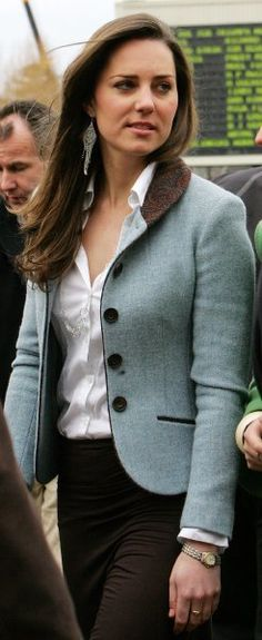Kate chose this elegant pale blue tweed jacket - she likes short fitted jackets which show off her waist.    9      2