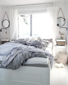 Love your messy bed? Let it be messy! Really prefer your bed to be made up? Prefer it to be made up but struggle with actually doing it? Here are 24 reasons that might motivate you. Mens Bedding Sets, Beach Bedding Sets, Bedding Sets Online, Luxury Bedding Sets, Comforter Sets, Brown Bed Linen, Neutral Bed Linen, Messy Bed, Sofa Throw Pillows