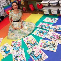 Cassie Stephens In the Art Room Kindergarten Mo Willems Pigeons! is part of Kindergarten art lessons - Grade 1 Art, First Grade Art, Kindergarten Art Lessons, Art Lessons Elementary, Kindergarten Drawing, Elementary Art Rooms, Kindergarten Design, Kindergarten Graduation, Kindergarten Science