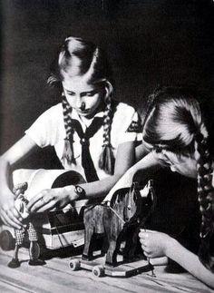 trecce Ww2 Women, German Girls, Portraits, The Third Reich, Female Supremacy, Modern History, German Army, World War Ii, Wwii