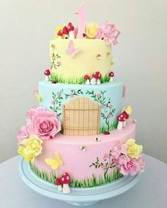 Que bolo mais lindo! Fairy Garden Cake, Garden Cakes, Fairy Cakes, Party Garden, Fairy Birthday Cake, Baby Birthday Cakes, 5th Birthday, Birthday Ideas, Deco Candy Bar