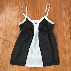 Elle Back and White Tank Top Gorgeous top! Worn once and in perfect condition. Elle Tops Tank Tops