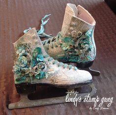 Les péripéties de Talkis: Décoration De noël Pour Lindy's stamp Gang Mixed Media Boxes, Mixed Media Canvas, Mixed Media Art, Altered Boxes, Altered Art, Victorian Crafts, Magic Crafts, Shoe Art, Art Shoes