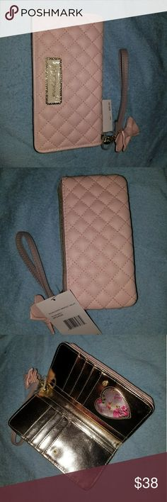 Betsey Johnson wallet A baby pink Betsey Johnson wallet with gold in the jnside Betsey Johnson Bags Wallets