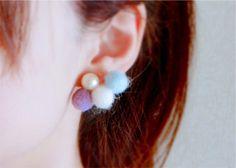 Sato.T【【左耳イヤリング】チュイルリー】 コットンパールとフェルト玉がぽこぽこついている可愛くてあったかいイヤリングです。秋冬コーデの差し色にどうぞ。