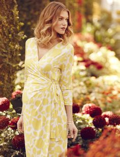 Floral Maternity Wrap Dress, like the cut, happy bright color - Mama Stylin - Pregnant Outfits Maternity Sewing, Maternity Wear, Maternity Fashion, Maternity Dresses, Bridal Dresses, Maternity Style, Spring Dresses, Day Dresses, Casual Dresses