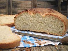 Fare il pane a casa non è difficile e può dare molte soddisfazioni. Provate a fare questo pane con farina di farro, e vedrete come è buono e fragrante.