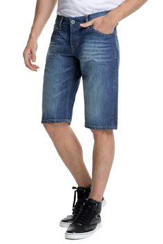 Grösseninfo: - Innenbeinlänge in Gr. 32 ca. 35 cm, kann je Gr. leicht variieren- Beinweite ca. 48 cm, kann je Gr. leicht variieren Material / Pflege: - aus reiner Baumwolle- Materialstärke: normal- Dehnbarkeit: nicht elastisch Details: - die angesagte Used-Optik der kurzen Jeans ist perfekt für lässige Freizeit-Outfits- authentisch aufgehellte Partien plus Tragefalten- 5-Pocket Stil- geknöpfter...