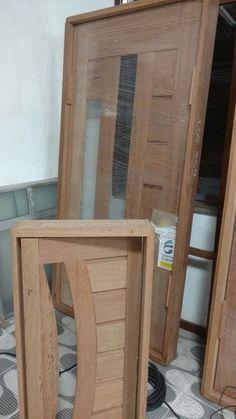já comprei as portas e optei por madeira por achar mais seguro que vidro . Só que estou com uma duvida: janela ou cetera ?