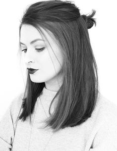 View this yourself with Medium Hairstyles for 2017 with styling steps and face shape suitability ,Are you looking for some medium length hairstyles to copy? Long Bob Hairstyles, Pretty Hairstyles, Trending Hairstyles, Short Haircuts, Hairstyle Ideas, Hairstyles 2018, Latest Hairstyles, Fashion Hairstyles, Long Bob Updo