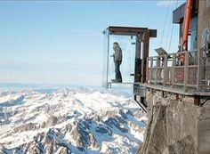 """""""Un passo nel vuoto"""".Una cabina di vetro sulla cima del Monte Bianco"""