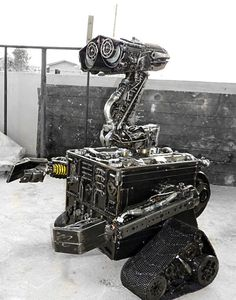 Real Wall-E, my husband would LOVE to have this.