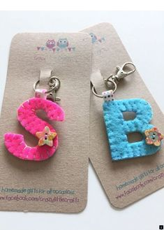 Best 12 <>>>>> Our web images are a must see! Felt Diy, Felt Crafts, Fabric Crafts, Sewing Crafts, Diy And Crafts, Diy Keyring, Felt Keychain, Keychains, Craft Stalls