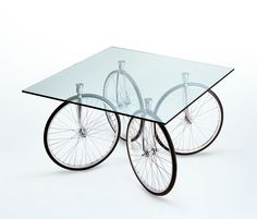 Dining tables | Tables | Tour | FontanaArte | Gea Aulenti. Check it out on Architonic
