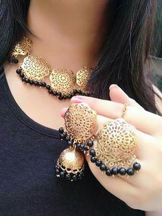 Sale On Gold Jewellery Fancy Jewellery, Royal Jewelry, Gold Jewellery Design, Rose Gold Jewelry, Trendy Jewelry, Indian Jewelry, Jewelry Sets, Fashion Jewelry, Indian Earrings