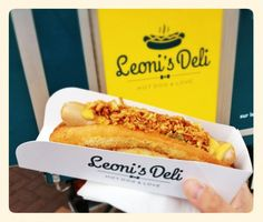 Léoni's Deli, le collectif du hot-dog bio s'installe à Montorgeuil Sandwich Packaging, Bakery Packaging, Food Packaging Design, Food Truck Menu, Food Truck Design, Food Design, Design Design, Gyoza Bar, Hot Dog Buns