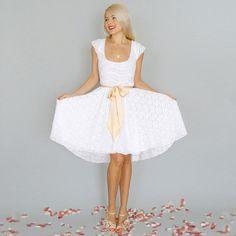 IMOGEN: Ivory lace reception wedding dress cap sleeves par dahlnyc