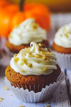 Pumpkin Spice Cupcakes | parentpretty.com