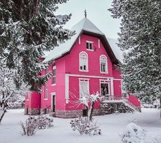 Pink House wallpaper by PerfumeVanilla - 92 - Free on ZEDGE™ Medan, Home Wallpaper, Black Wallpaper, Pink Houses, Old Houses, Country Cottage Living, Barbie Dream House, Rose Cottage, Black House