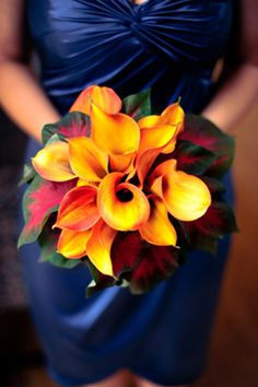 TRADITIONAL CALLA BOUQUET (Orange Callas with tropical foliage)