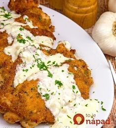 A dinner for garlic lovers! Succulent chicken topped off with a creamy garlic and Parmesan sauce. A dinner for garlic lovers! Succulent chicken topped off with a creamy garlic and Parmesan sauce. I Love Food, Good Food, Yummy Food, Healthy Food, Healthy Eating, Turkey Recipes, Dinner Recipes, Creamy Garlic Sauce, Garlic Sauce For Chicken