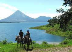 Son las personas que montan a caballo. La vista es muy bella.
