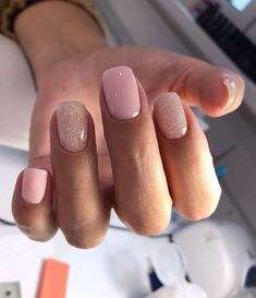 45 Simple Short Nail Styles In 2020 Are you still troubled by your short nail designs? Don't worry, sheblyfashions can help you with short nail inspiration. Classy Nails, Stylish Nails, Simple Nails, Ongles Or Rose, Diy Nagellack, Ten Nails, Short Gel Nails, Manicure For Short Nails, Shellac Manicure